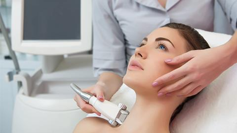 Gelaatsverzorging Youthfull met LPG Endermolift bij The Wellness Room